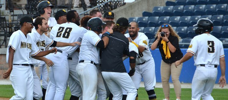 Miners Celebrate Playoff Clinch